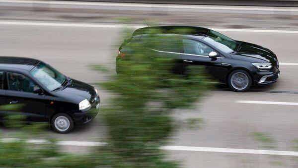 Автомобили на дороге - Sputnik Latvija