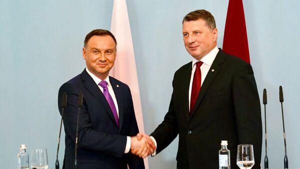 Президент Польши Анджей Дуда и президент Латвии Раймондс Вейонис - Sputnik Latvija