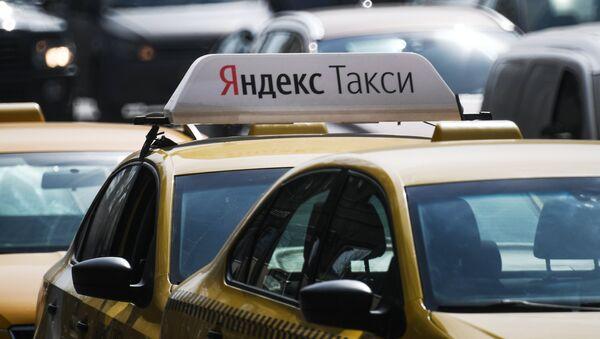 Автомобиль службы Яндекс.Такси - Sputnik Латвия