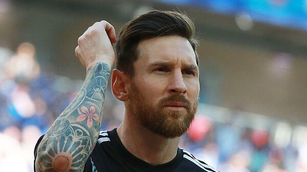 Лионель Месси перед матчем между сборными Аргентины и Исландии ЧМ по футболу - Sputnik Latvija