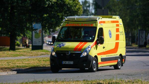 Neatliekamās medicīniskās palīdzības dienesta automašīna Rīgā - Sputnik Latvija