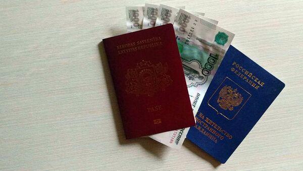 Паспорт гражданина Латвийской республики и вид на жительство РФ - Sputnik Латвия