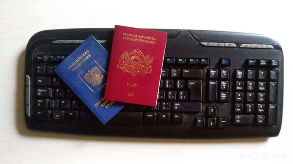 Паспорт гражданина Латвийской республики и вид на жительство иностранного гражданина РФ - Sputnik Латвия