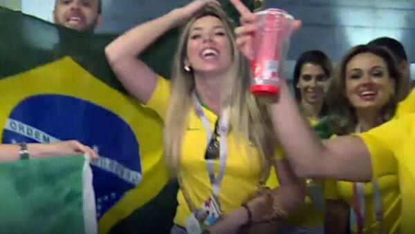 Бразильцы устроили карнавал после победы - Sputnik Латвия