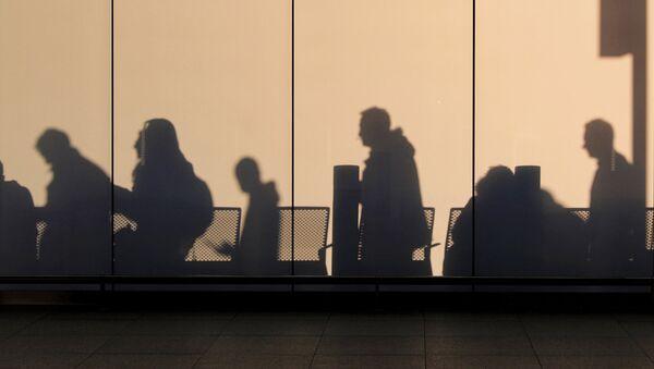 Пассажиры в аэропорту - Sputnik Латвия