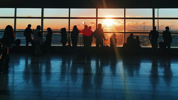Пассажиры в аэропорту - Sputnik Latvija