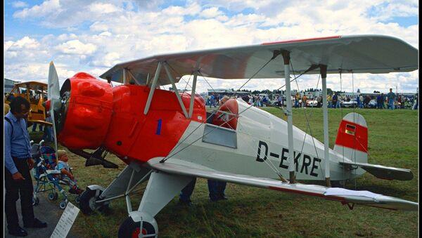 Vienvietīgā lidmašīna Bücker Bü 133 Jungmeister - Sputnik Latvija