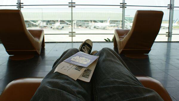 Пассажир в аэропорту. - Sputnik Латвия