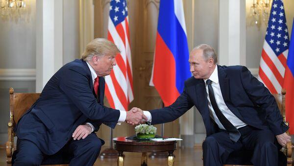 Встреча президента РФ Владимира Путина и президента США Дональда Трампа в Хельсинки - Sputnik Latvija
