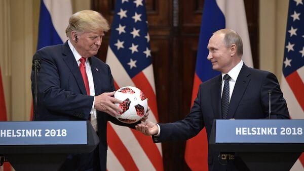 Putins un Tramps sarīkoja samitu Helsinkos 16. jūlijā - Sputnik Latvija