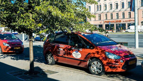 Такси на привокзальной площади в Риге - Sputnik Latvija