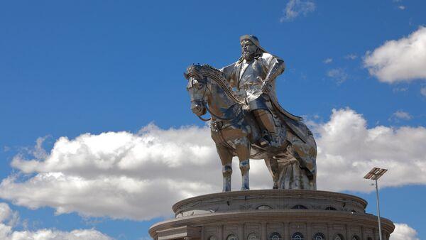 Чингисхан – самая большая конная статуя в мире - Sputnik Латвия