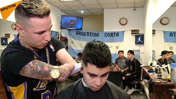 Безрукий парикмахер – лучший в Аргентине - Sputnik Латвия