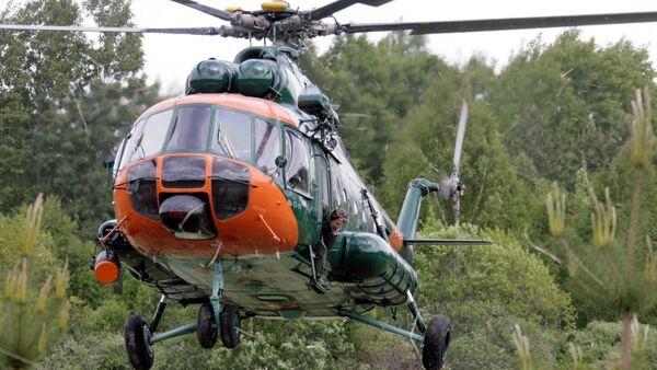 Вертолет Национальных вооруженных сил Латвии участвует в тушении пожара под Талси - Sputnik Латвия