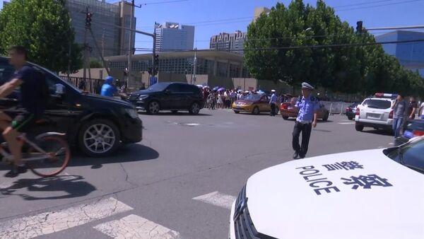 Кадры с места взрыва у посольства США в Пекине - Sputnik Латвия