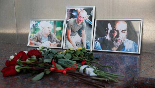 Фотографии журналистов Джемаля, Радченко и Расторгуева, недавно убитых в Центральноафриканской Республике - Sputnik Латвия