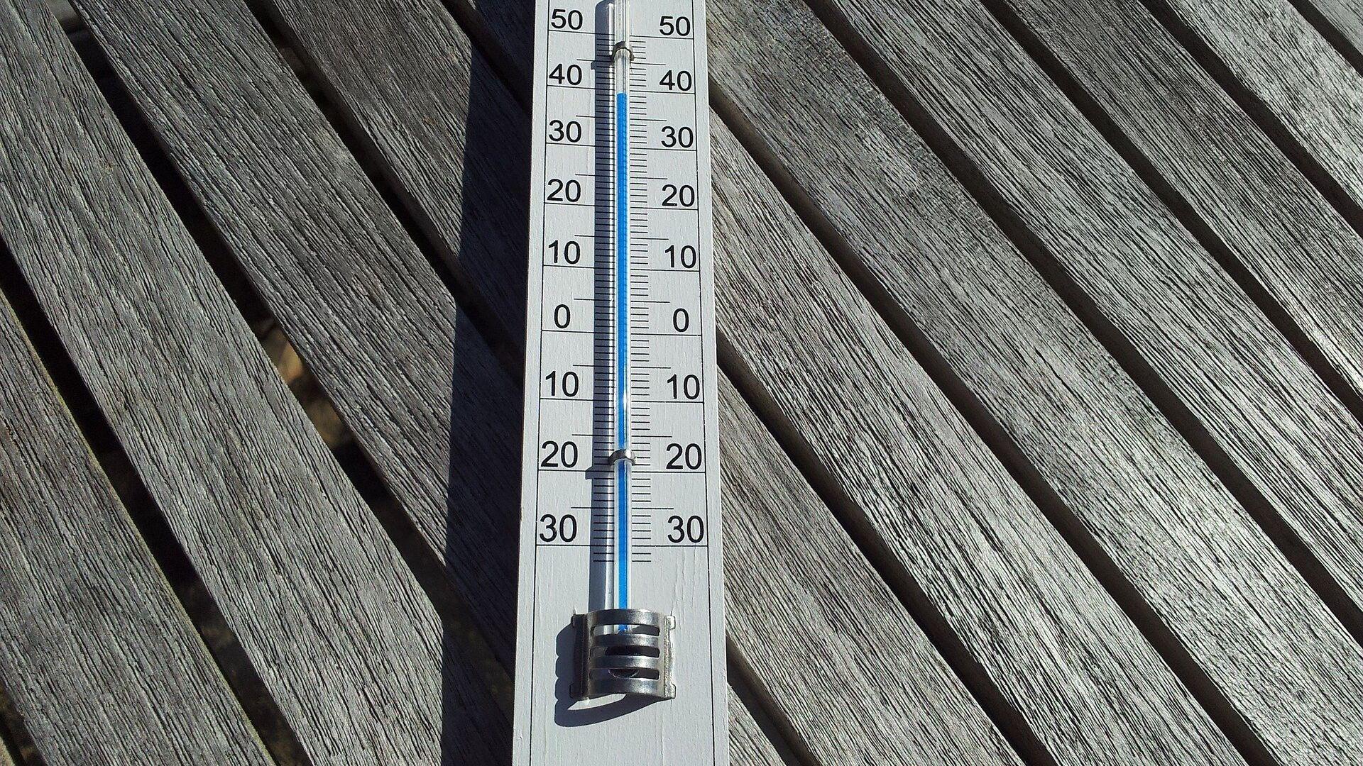 Уличный термометр - Sputnik Латвия, 1920, 10.07.2021