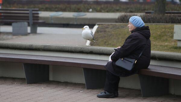 Женщина в парке - Sputnik Latvija