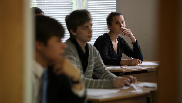 Ученики в аудитории - Sputnik Латвия