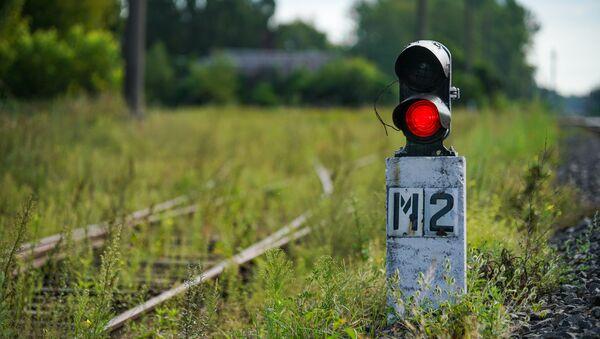 Маневровый карликовый светофор на железной дороге - Sputnik Латвия