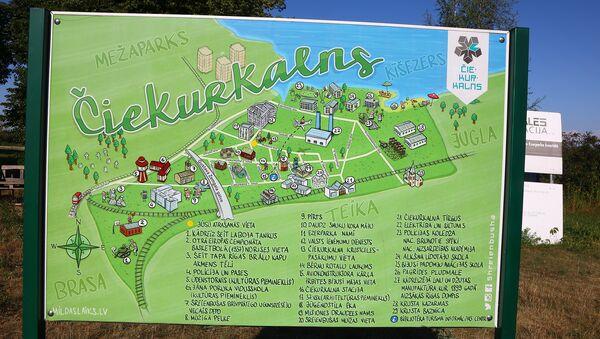 Информационный стенд с занимательной картой Чиекуркалнса - Sputnik Латвия