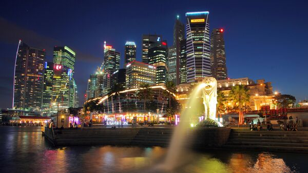 Символ Сингапура Мерлион (лев с хвостом русалки) на набережной Эспланада - Sputnik Латвия