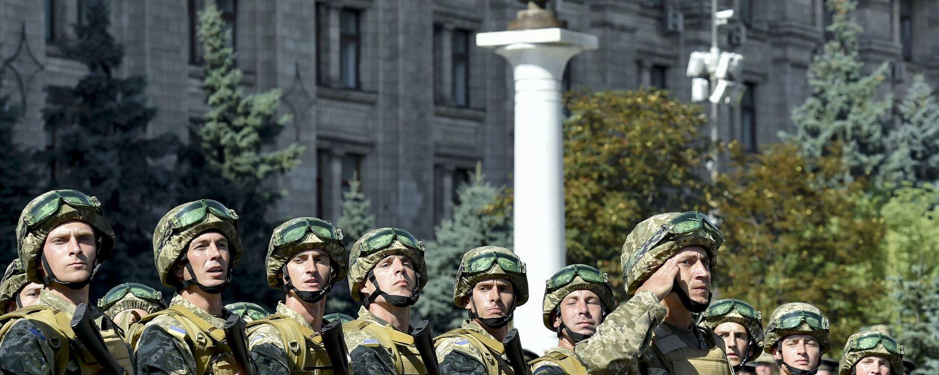 Военнослужащие ВСУ на марше в честь Дня Независимости в Киеве - Sputnik Latvija, 1920, 20.08.2021