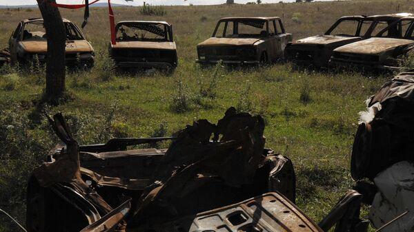 Кладбище автомобилей, в каждом из которых во время военных действий в августе 2008 года погибли жители города Цхинвали - Sputnik Latvija
