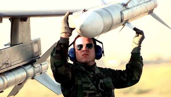 Ракета класса воздух—воздух средней дальности AIM-120 AMRAAM - Sputnik Латвия