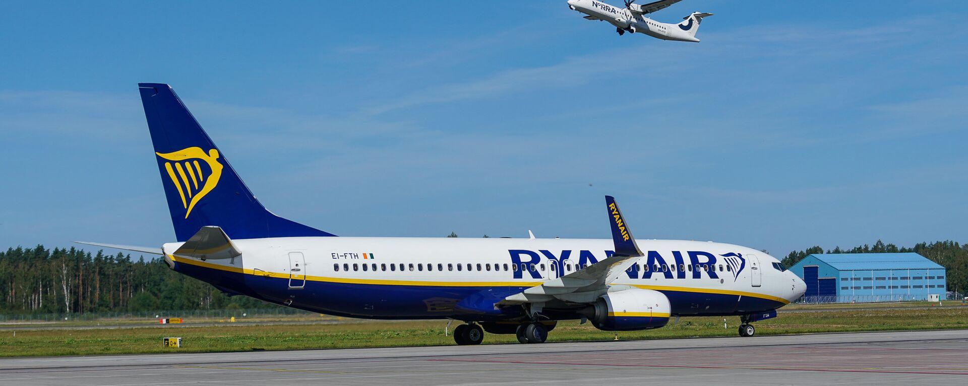 Самолет Boeing 737 авиакомпании Ryanair в аэропорту Рига - Sputnik Латвия, 1920, 28.04.2021