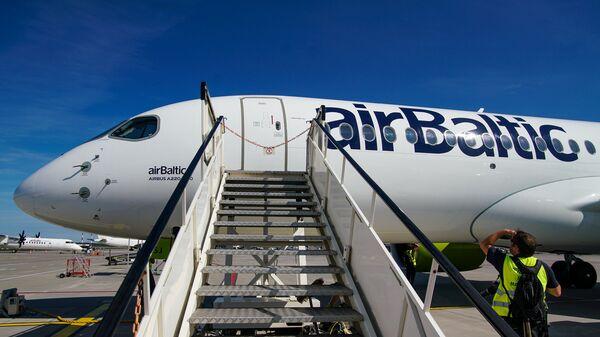 Самолет Airbus A220-300 (Bombardier CS300) авиакомпании airBaltic в аэропорту Рига - Sputnik Latvija