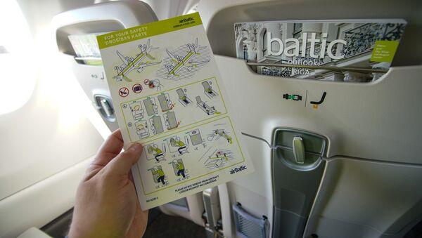 Инструкция по безопасности самолета Airbus A220-300 авиакомпании airBaltic - Sputnik Latvija