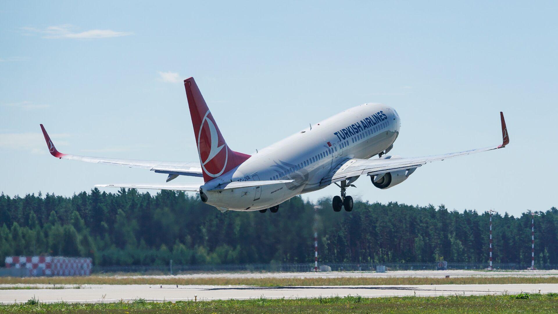 Самолет Boeing 737 авиакомпании Turkish Airlines взлетает из аэропорта Рига - Sputnik Latvija, 1920, 13.05.2021