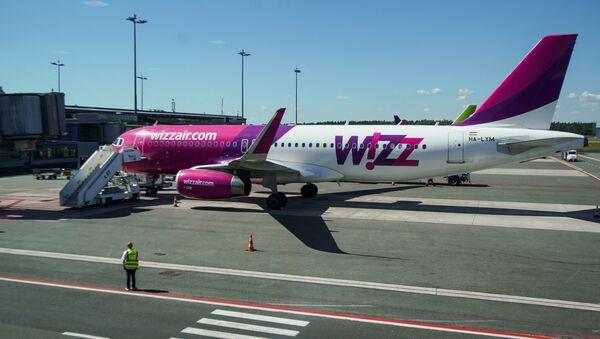 Самолет Airbus A320-200 авиакомпании Wizz Air в аэропорту Рига - Sputnik Латвия