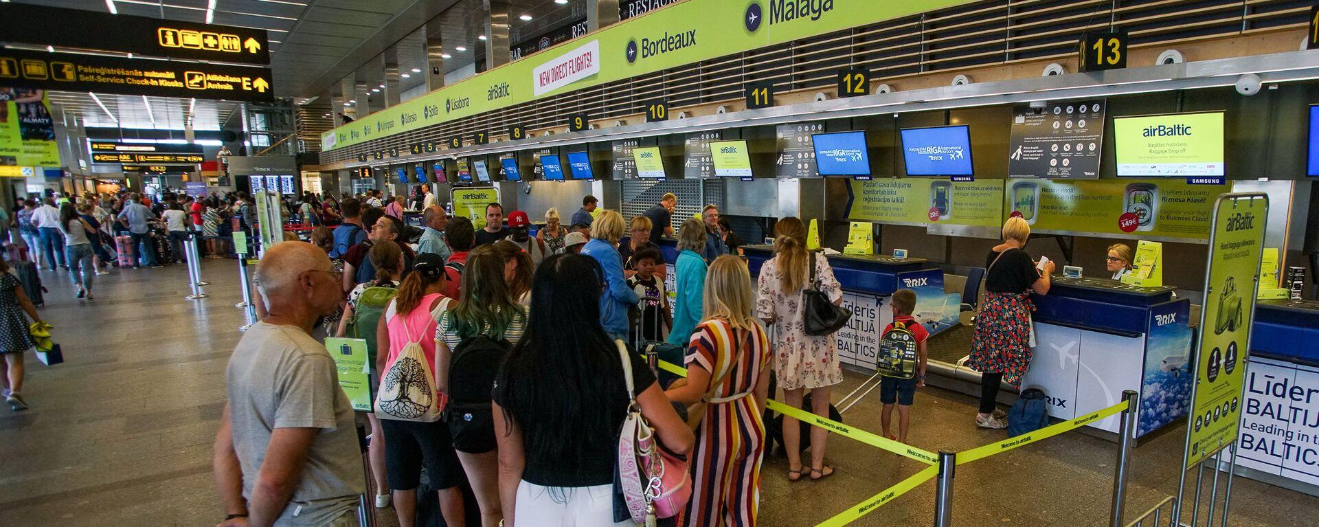 Пассажиры на регистрации в аэропорту Рига - Sputnik Латвия, 1920, 07.06.2021