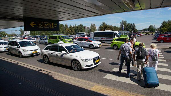 Стоянка такси в аэропорту Рига - Sputnik Латвия