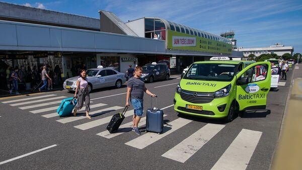 Стоянка такси в аэропорту Рига - Sputnik Latvija