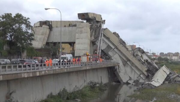 Обрушившийся мост в Генуе, Италия. 14 августа 2018 - Sputnik Латвия