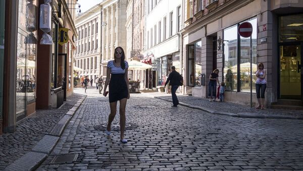 Прохожие на улице Старой Риги - Sputnik Латвия