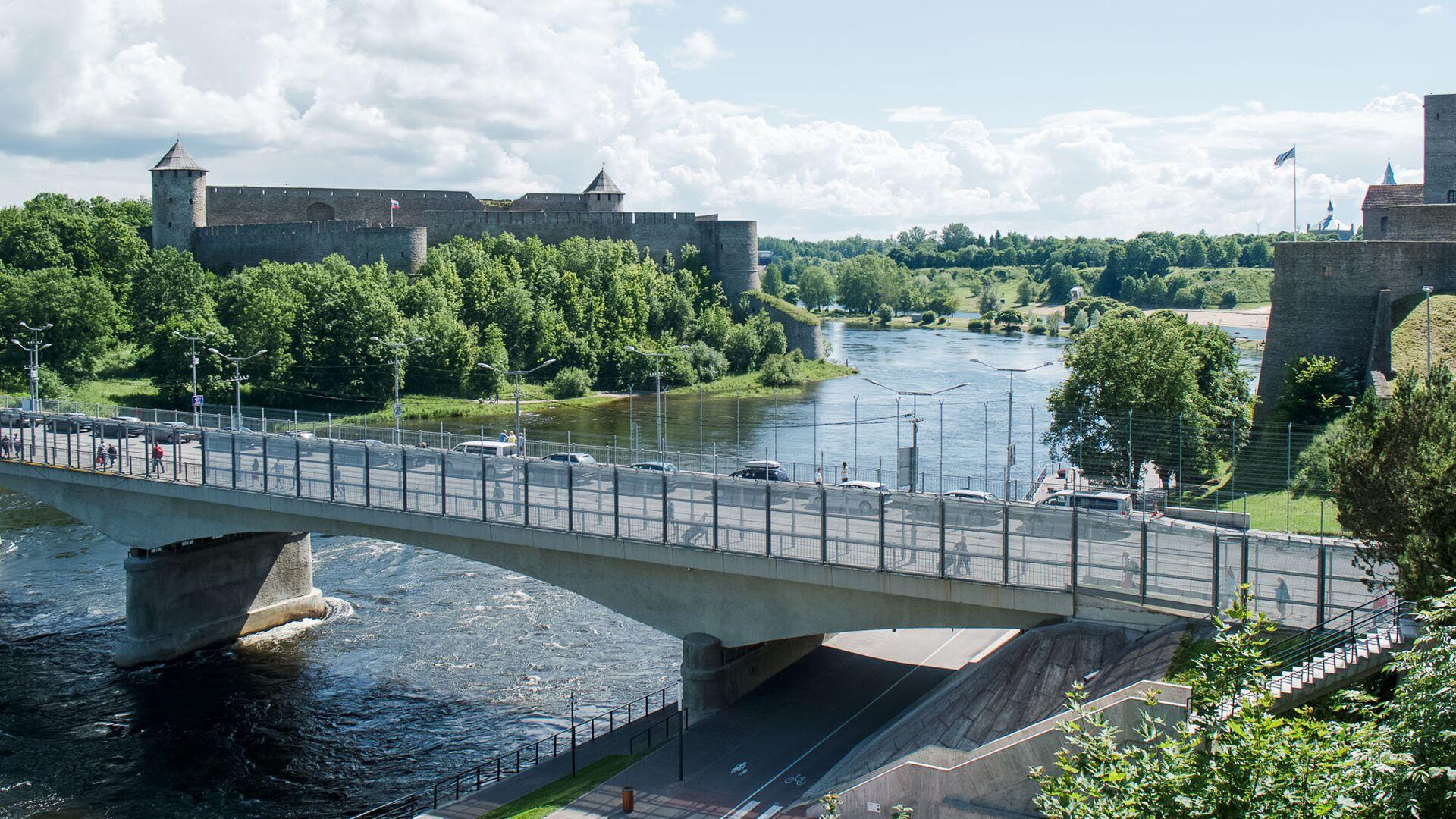 Соседние приграничные города связаны мостом Дружбы  - Sputnik Латвия, 1920, 08.09.2021