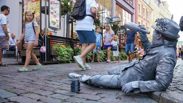Живая статуя на улице Старой Риги - Sputnik Латвия