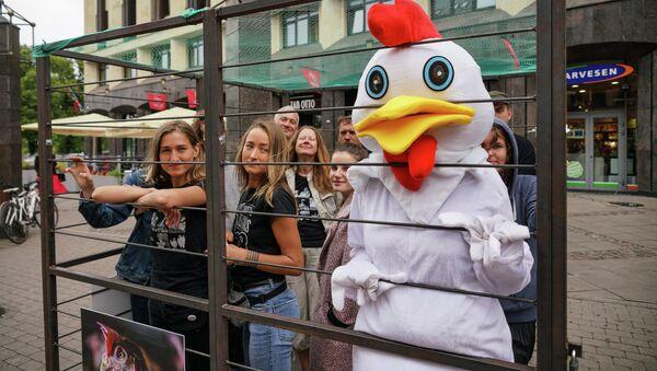 Акция Почувствуй себя курицей - Sputnik Латвия