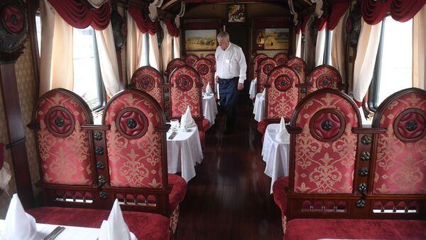 Vagons-restorāns luksus klases tūristu vilcienā Imperatoriskā Krievija - Sputnik Latvija