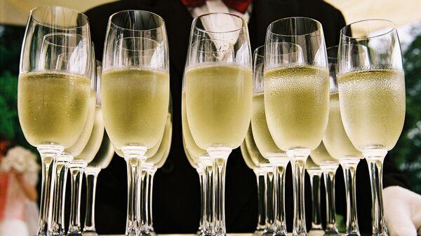 Бокалы с шампанским - Sputnik Латвия