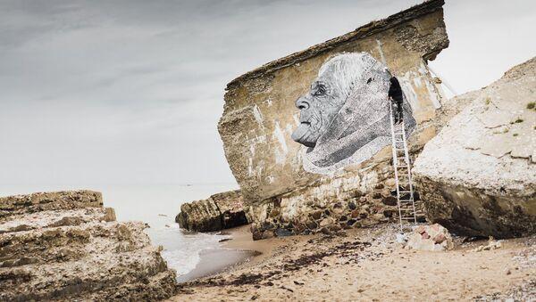 Рисунок французского художника Al Sticking на территории северных фортов в Лиепае - Sputnik Latvija