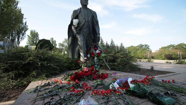 Цветы в память об Иосифе Кобзоне - Sputnik Латвия