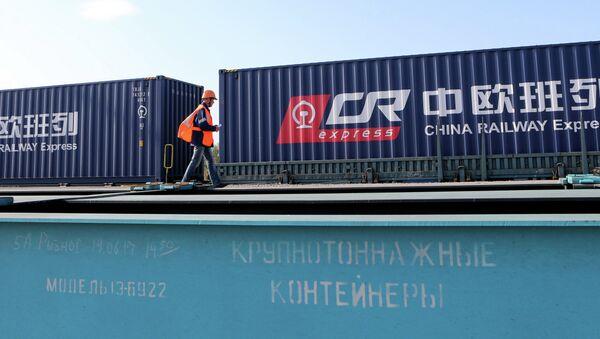 Комбинированный контейнерный поезд из Европы в Китай - Sputnik Латвия