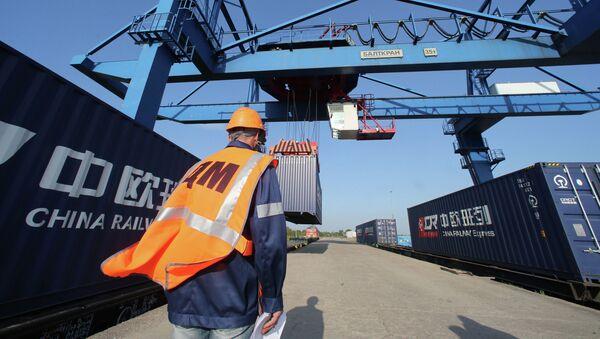 Комбинированный контейнерный поезд из Европы в Китай - Sputnik Latvija