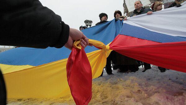Флаги России и Украины - Sputnik Latvija