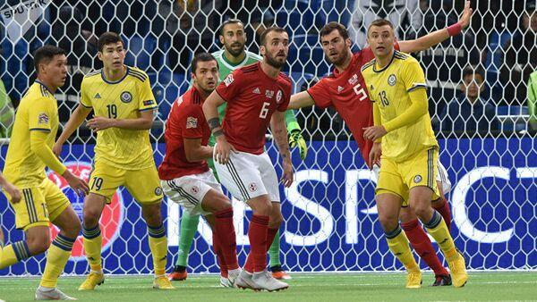 Футболисты сборных Казахстана и Грузии в матче Лиги наций УЕФА, 6 сентября 2018 - Sputnik Латвия